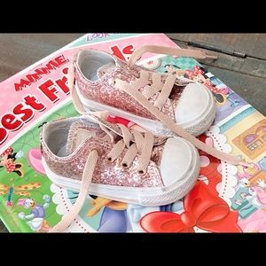Converse Baby girl Sz: 4 adorable pink glitter